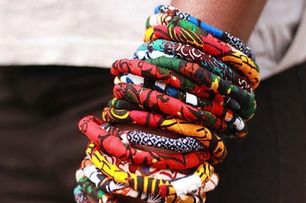 coletero artesanal de tela africana wax confeccionada por maddisormena8.com