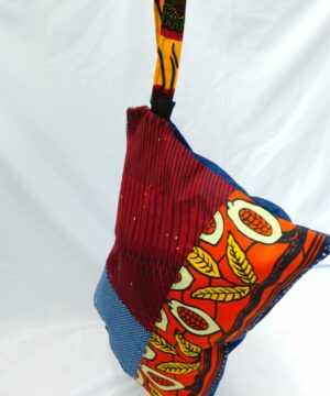 bolso artesanal de tela africana wax confeccionada por maddisormena8.com